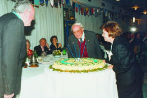 1994-1995: Il Presidente Franco De Rosa ai 40 anni del Club, insieme a Franco e Titina Parmentola che festeggiano il loro anniversario di nozze