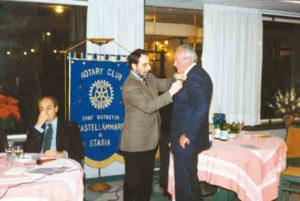 1996-97: Il Presidente Antonio Quartuccio consegna la P.H.F. a Francesco Paolo De Rosa