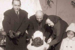 1963-64: Il prof. Raffaele Calvanico e il comm. Giovanni Galati alla Festa della Befana