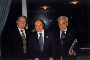 1998-99: Il Presidente Ugo Criscuolo con Antonio Carosella ed il prof. Antonio Garzya