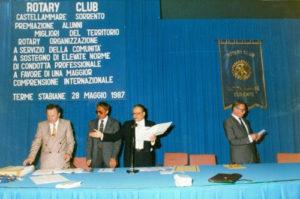 1986-87: Il Presidente Alfonso Cimmino alla Prima edizione della Premiazione degli Alunni Meritevoli