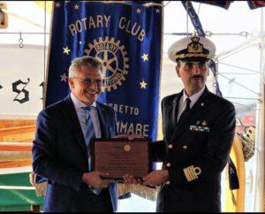 2018-19: Il Presidente Di Somma consegna il premio 'Stabiesi illustri' al Comandante dell'Amerigo Vespucci C.V. Stefano Costantino