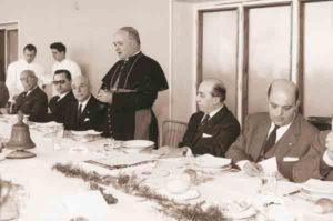 1964-65: Il Vescovo Mons. Agostino D'Arco in visita al Club