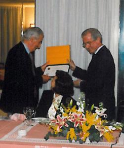 1993-94: Il Presidente de la Ville consegna la P.H.F. all'avv. Luigi De Simone