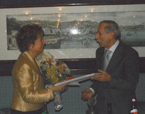 2002-03: Il Presidente De Simone con la dott.ssa Alessandra Lancellotti