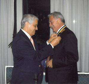 2008-09: Il Governatore Guido Parlato consegna la P.H.F. a Egidio Di Lorenzo